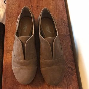 Brown leather flats!